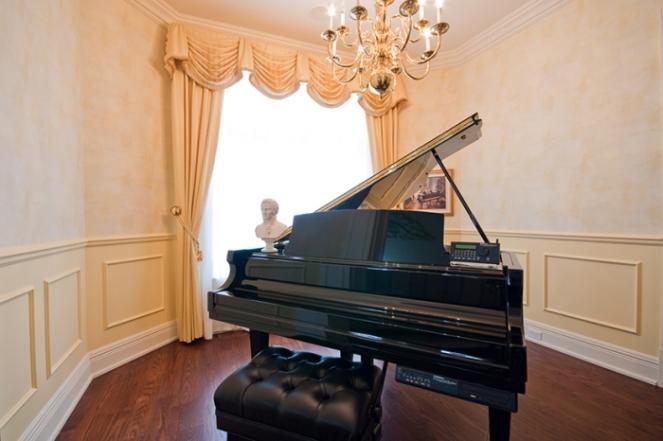 grand-piano-room