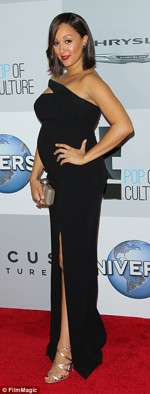 tamera-mowry-black-dress
